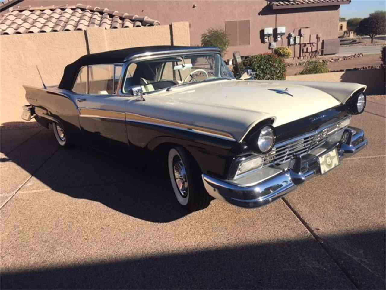 Large Picture of '57 Fairlane 500 - MO8W