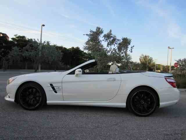Picture of '14 Mercedes-Benz SL550 - $52,900.00 Offered by Autosport Group - MTCX