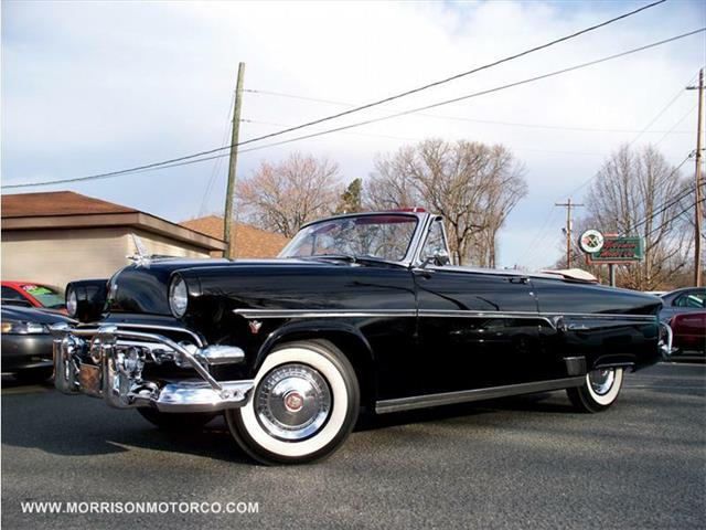 1954 Ford Crestliner | 487842
