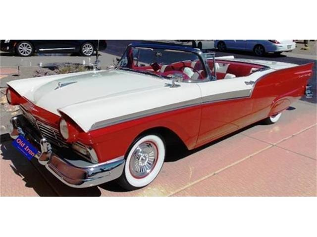 1957 Ford Fairlane 500 Skyliner | 640775