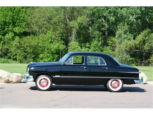 1951 Ford Custom Deluxe | 650592