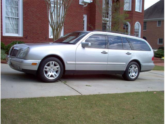 1999 Mercedes-Benz E320 | 660105