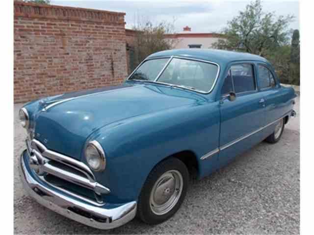 1949 Ford 2-Dr Sedan | 673516