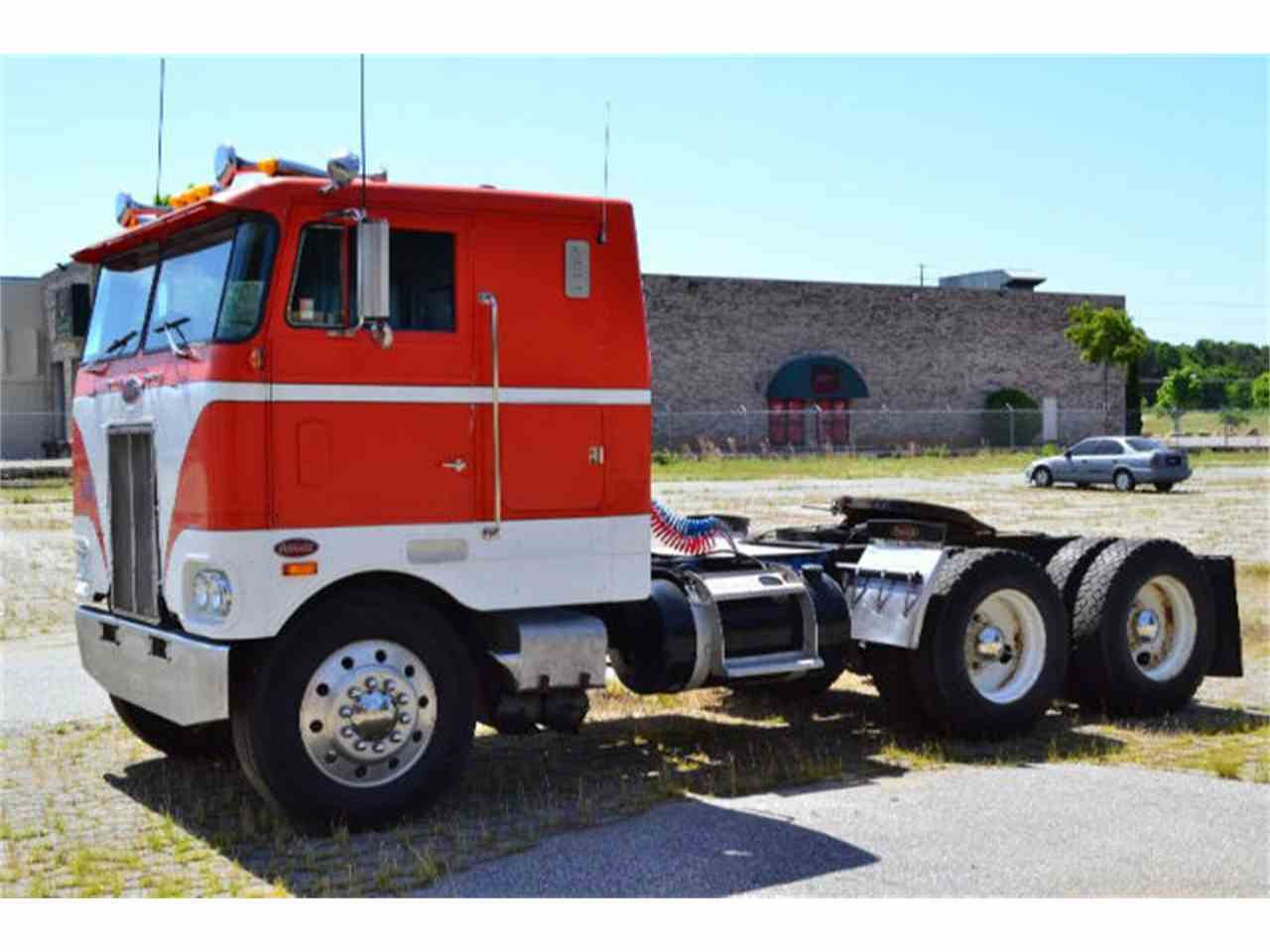 Large Picture of '77 Peterbilt Pacemaker located in North Carolina - $11,900.00 Offered by Paramount Classic Car Store - EZJZ