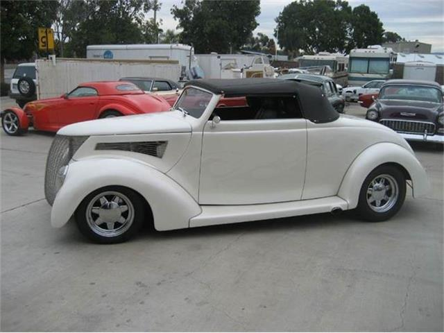 1937 Ford Convertible | 701646