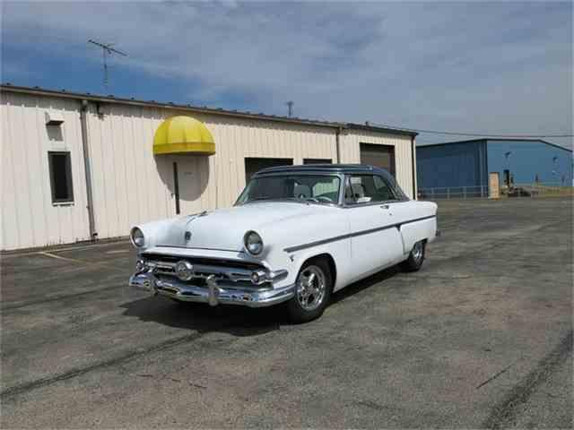 1954 Ford Crestline | 702295