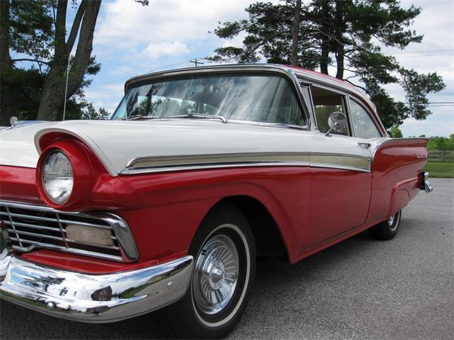 1957 Ford Fairlane 500 | 704092