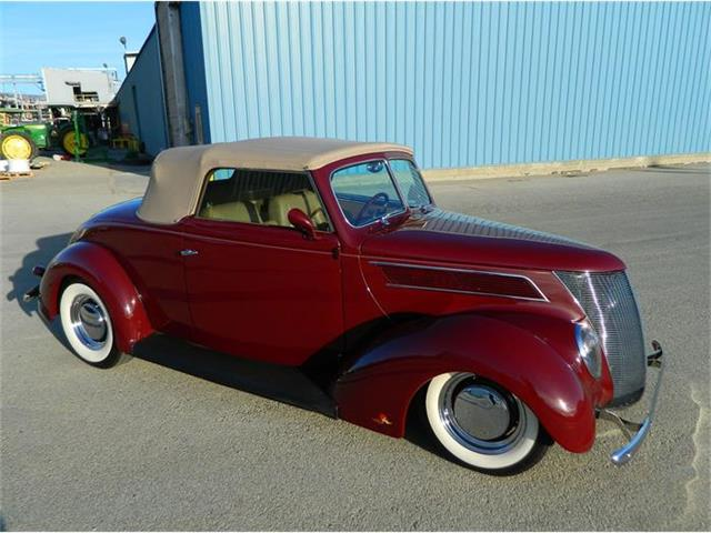 1937 Ford Convertible | 711099
