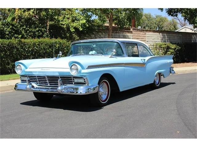 1957 Ford Fairlane 500 | 713670