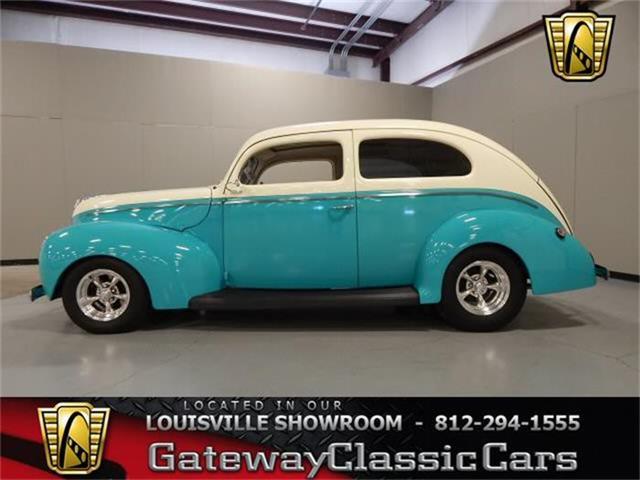 1940 Ford Sedan | 718186