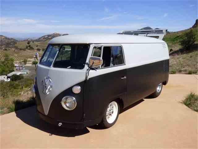 1963 Volkswagen Bus | 728649