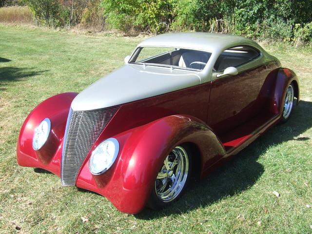 1937 Ford Custom | 731586