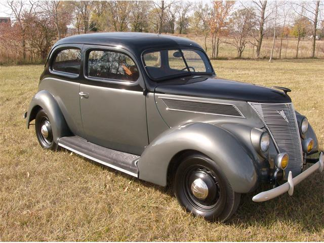 1937 Ford Deluxe | 732918