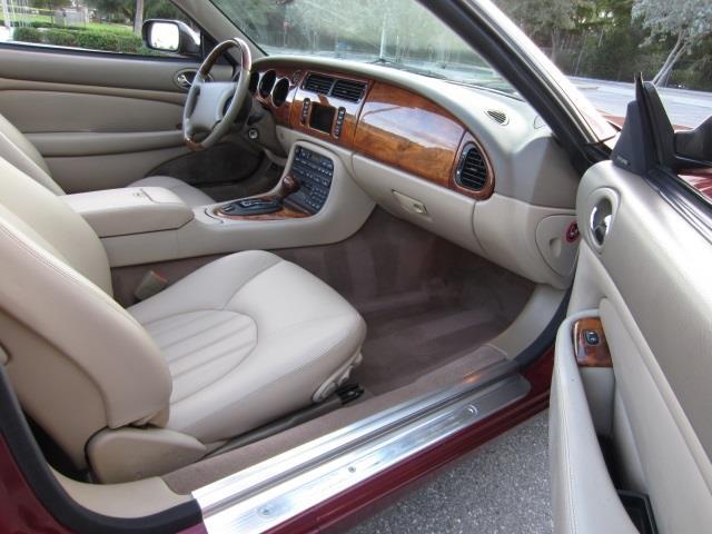 2000 Jaguar XK8 | 744052