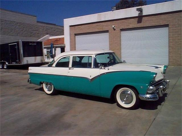 1955 Ford Fairlane | 747484