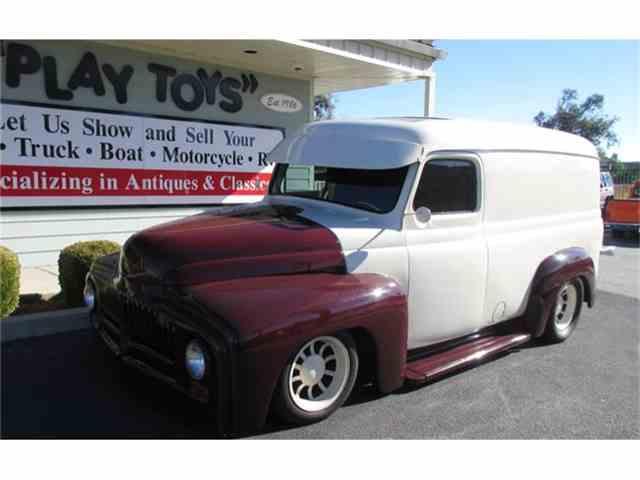 1951 International Panel Truck | 751391