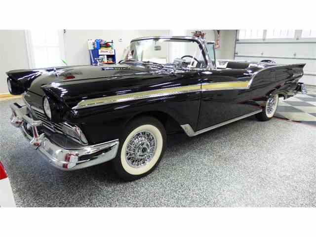 1957 Ford Fairlane 500 | 752177