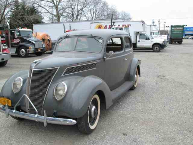 1937 Ford 2-Dr Humpback | 753752