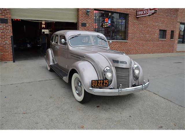 1937 Chrysler Airflow | 757828