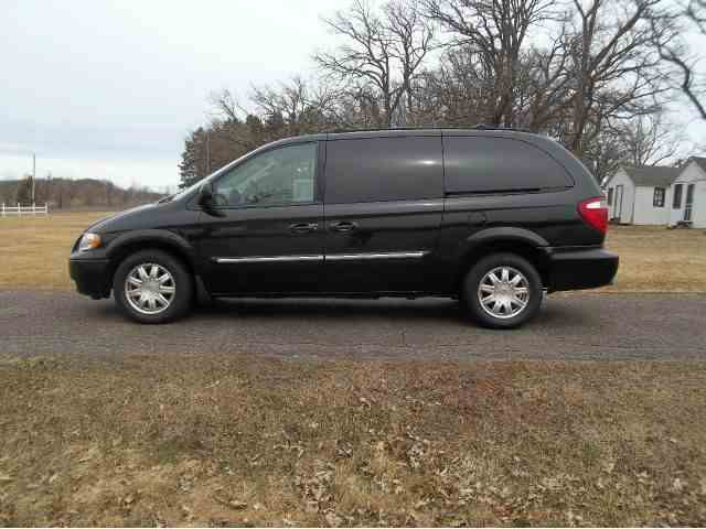 2005 Chrysler Town & Country | 768603