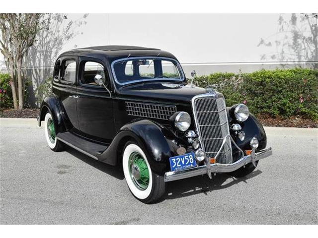 1935 Ford Sedan | 770560