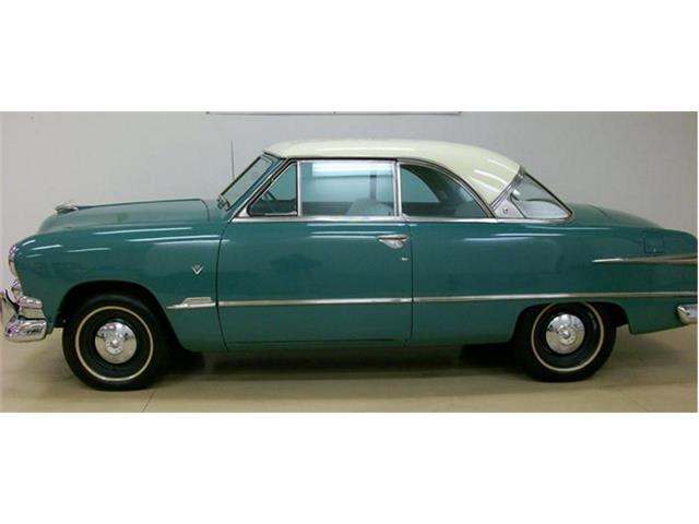 1951 Ford Custom Deluxe | 779460