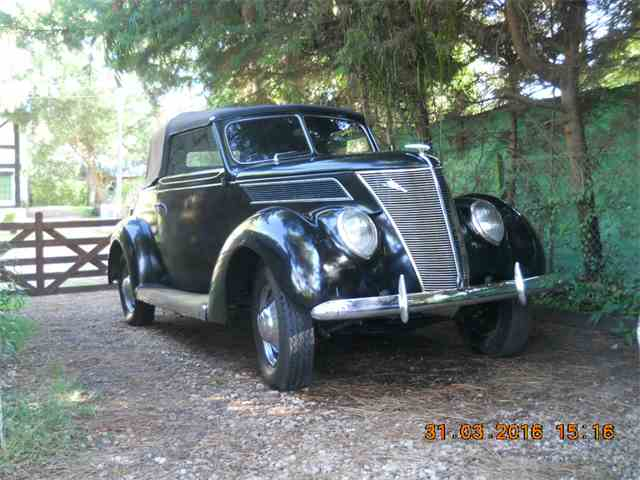 1937 Ford Convertible   807717