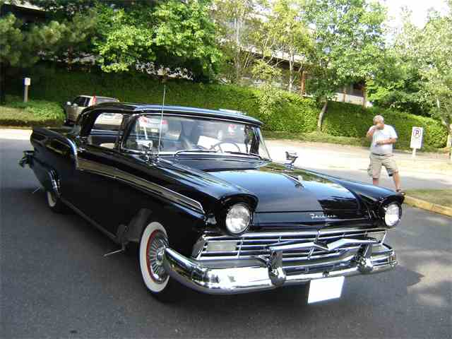 1957 Ford Fairlane 500 Skyliner | 812726