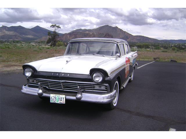 1957 Ford 300 | 818565
