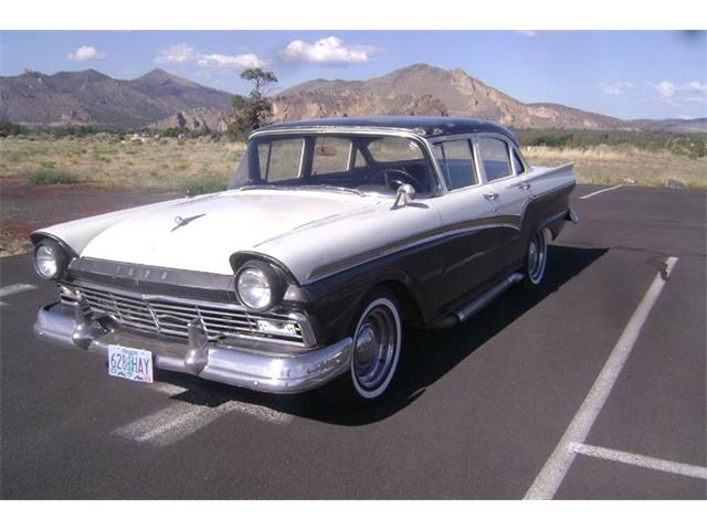 1957 Ford Fairlane | 818565