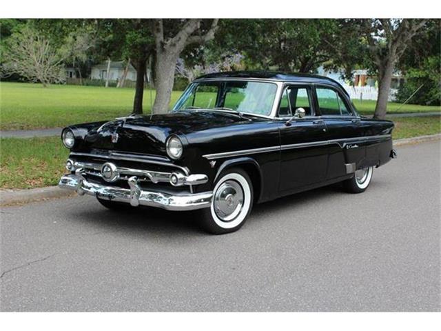 1954 Ford Crestline | 822110