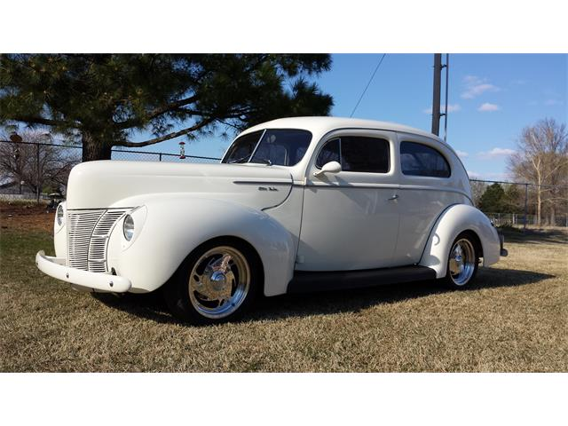 1940 Ford Deluxe Tudor | 824477
