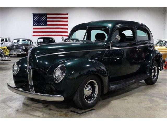 1940 Ford Sedan   824563