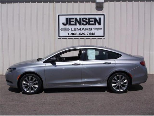 2015 Chrysler 200 | 831374