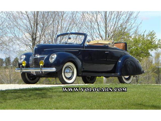 1939 Ford Deluxe Convertible Coupe | 845320