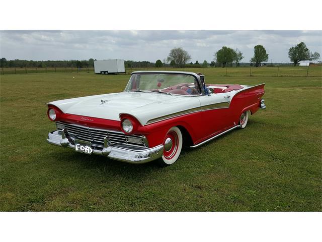 1957 Ford Fairlane Sunliner | 858948