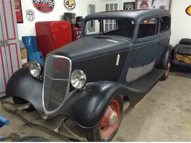 1933 Ford Tudor | 861790