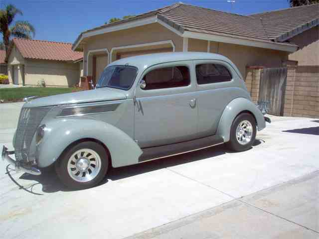 1937 Ford 2-Dr   870000