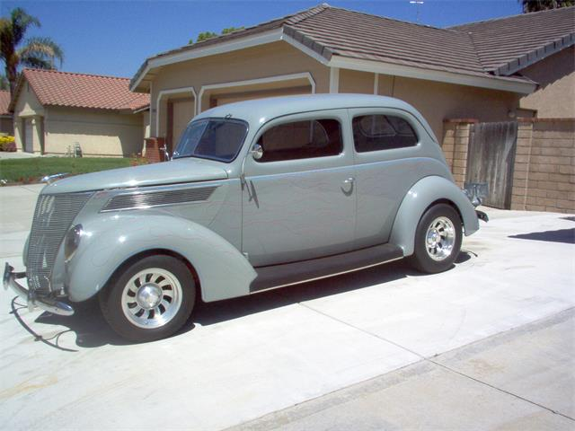 1937 Ford 2-Dr | 870000