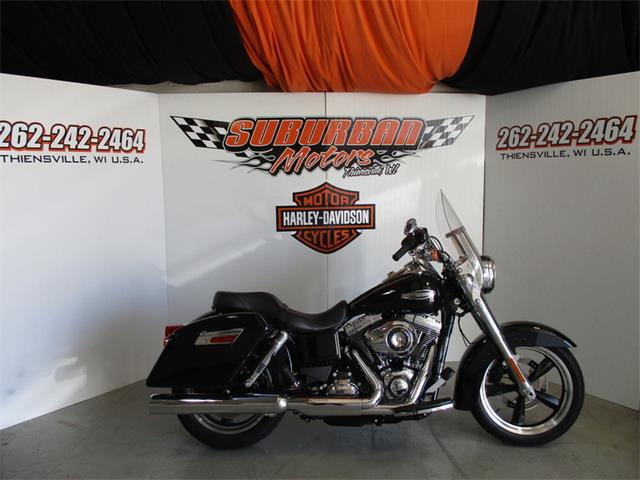 2015 Harley-Davidson® FLD - Dyna® Switchback™ | 874681