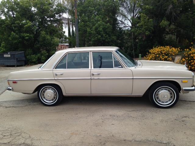1969 Mercedes-Benz 230 | 875733