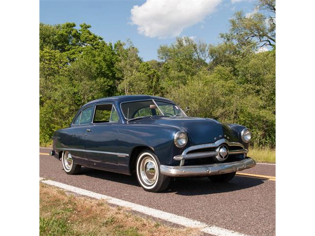 1949 Ford Sedan | 876964