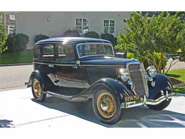 1934 Ford Sedan | 877376