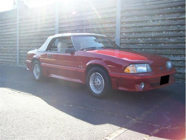 1987 Ford Mustang GT   877840