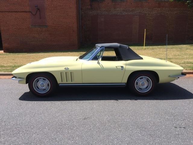 1965 Chevrolet Corvette | 877918
