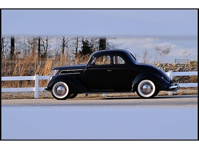 1937 Ford 5-Window Coupe | 878095