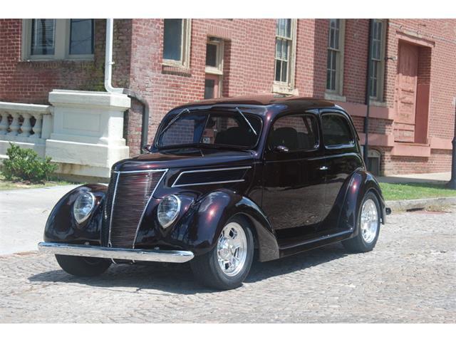 1937 Ford Sedan | 878125
