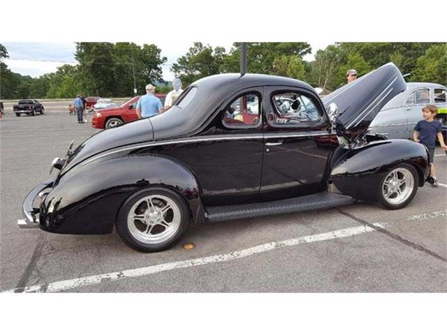 1939 Ford Deluxe   879355