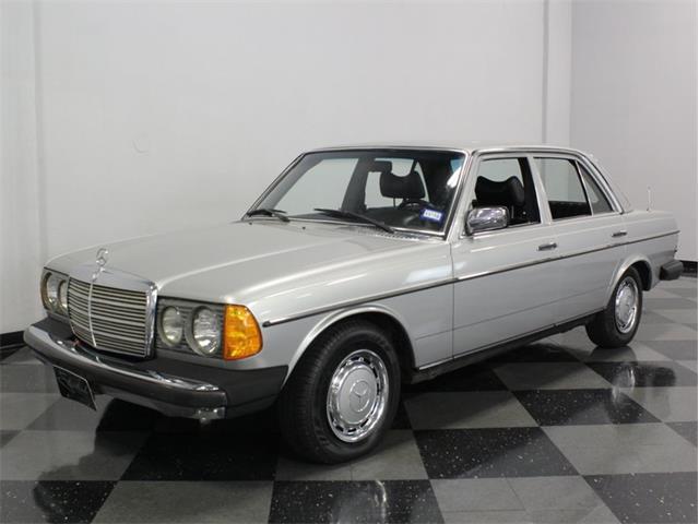 1977 Mercedes-Benz 300D | 879533