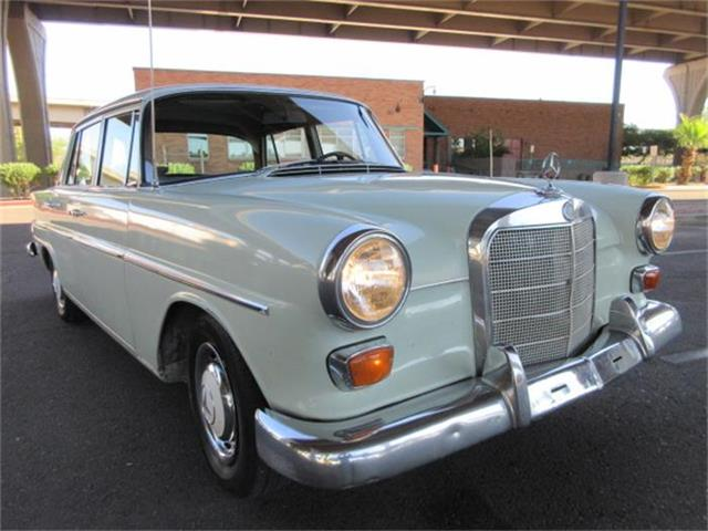 1967 Mercedes-Benz 200   879882
